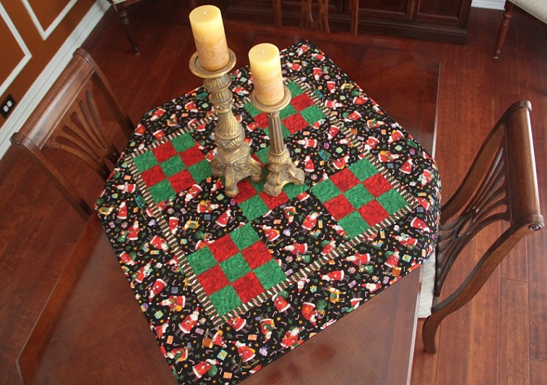 Santa Claus Table Topper